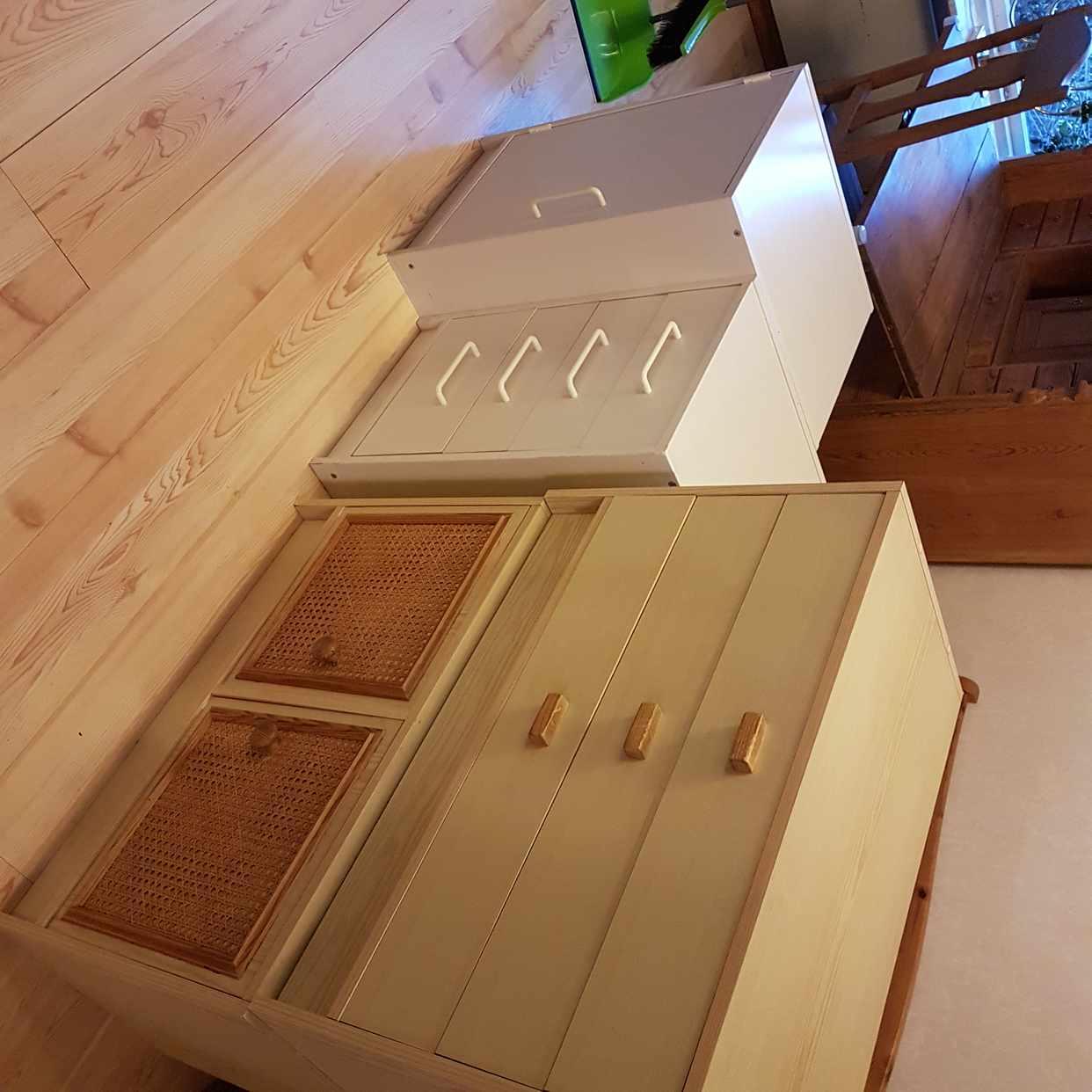 image of 4 små möbler 5 sopsäckar - Sollentuna