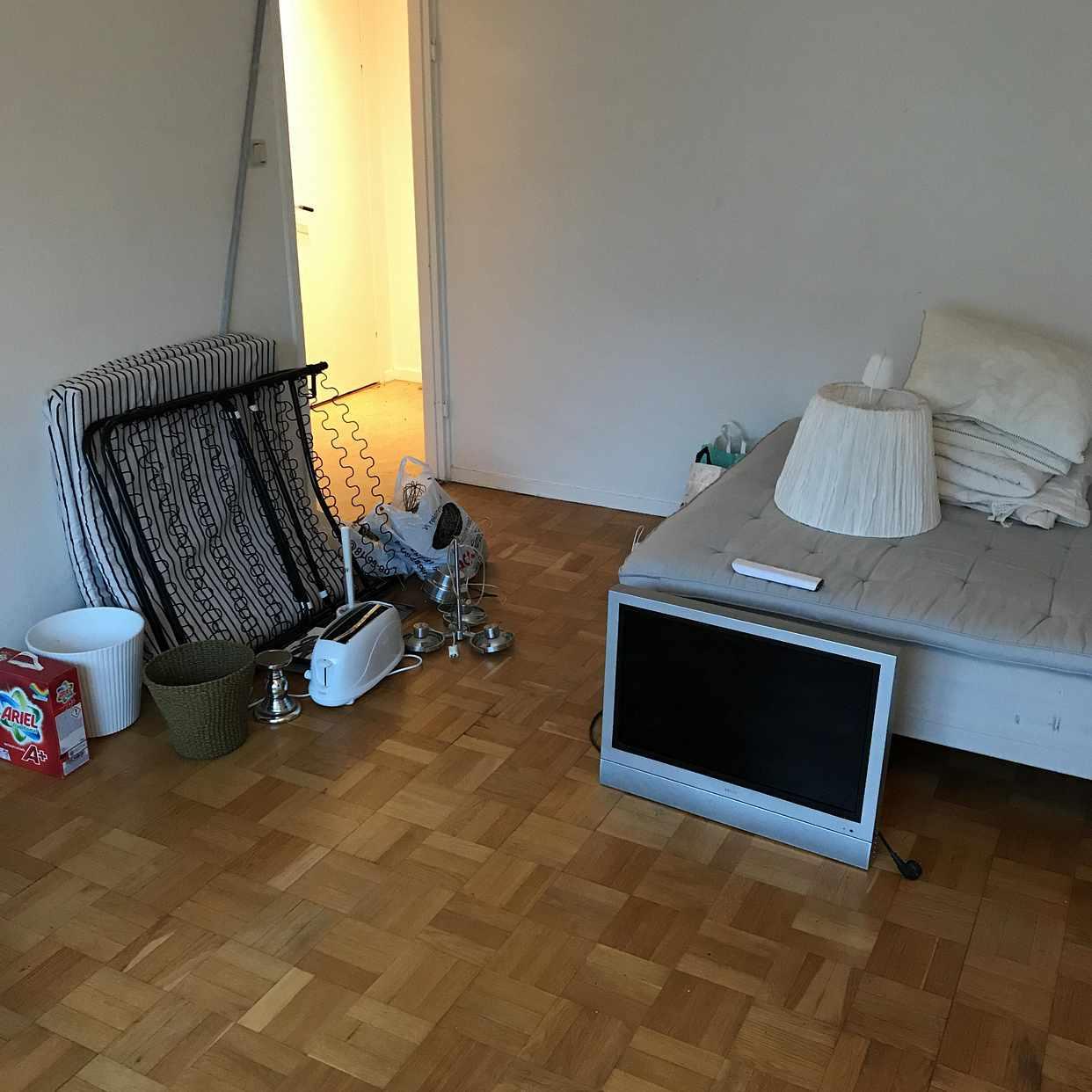 image of TV, säng, extrasäng, m m - Stockholm