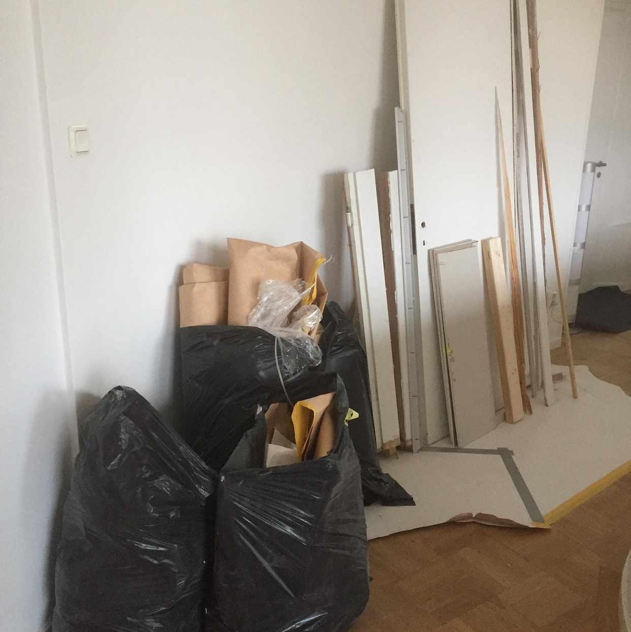 image of 4 säckar, dörr  och spege - Stockholm