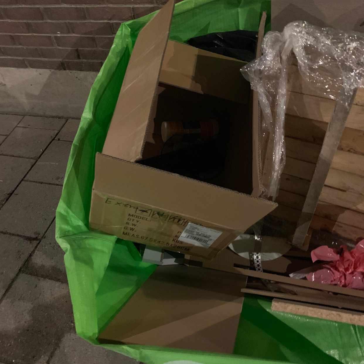 image of 1 kartong med innehåll - Stockholm