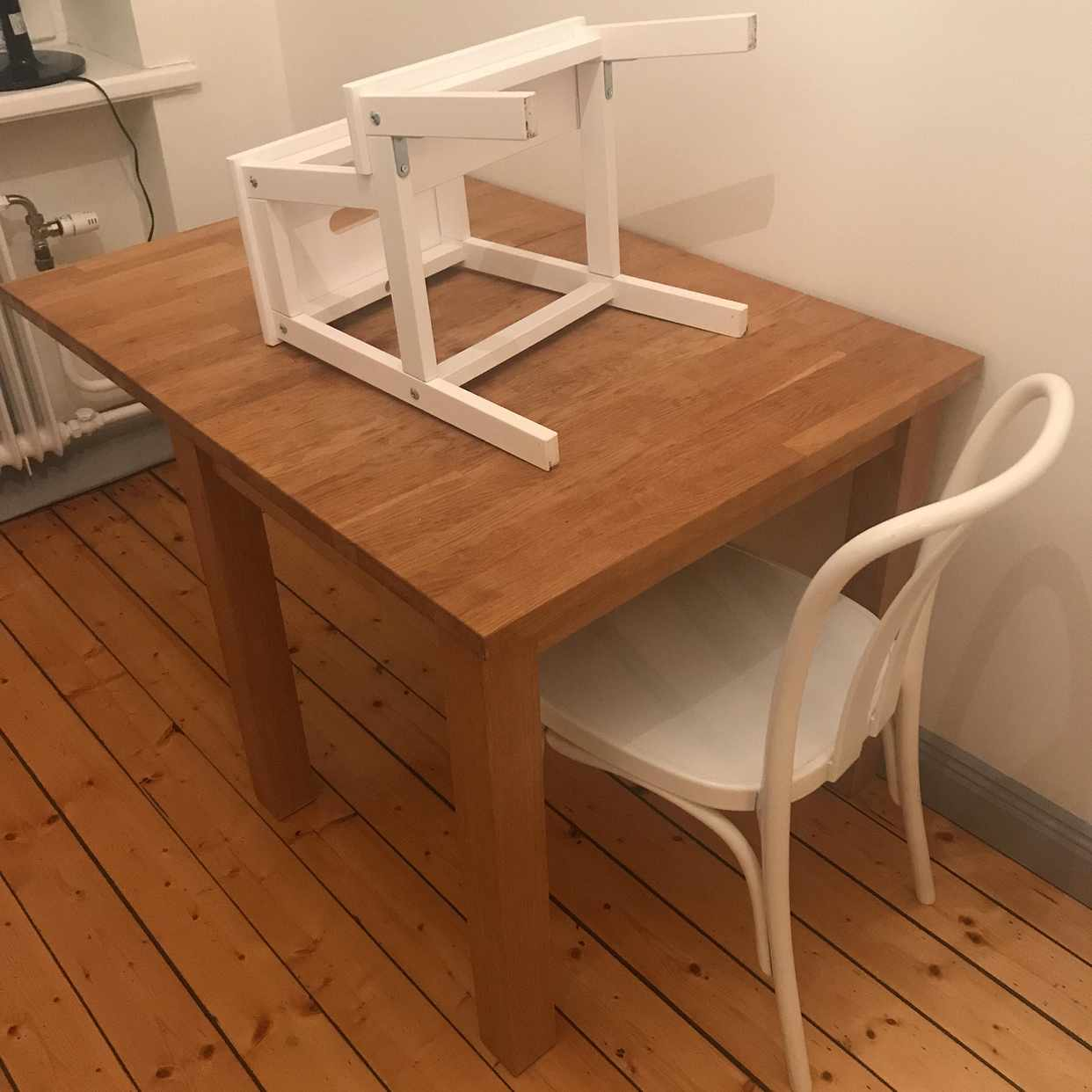image of 1 Matbord 1 stol 1 pall - Hägersten
