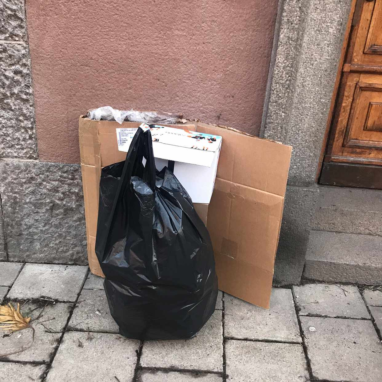 image of Kartonger papp tomglas - Stockholm