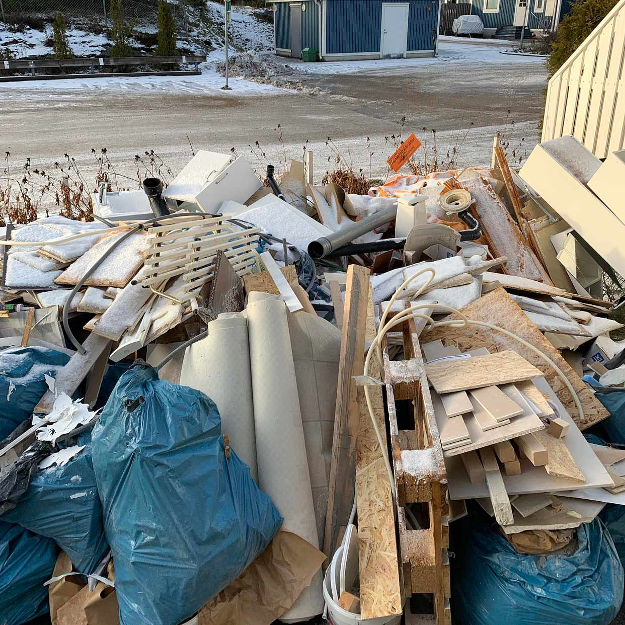 image of bygg avfall - Tumba