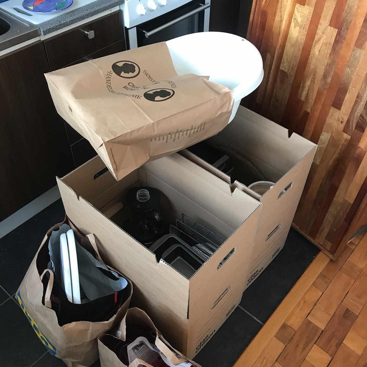 image of Bord, kök, bad, prylar - Hägersten