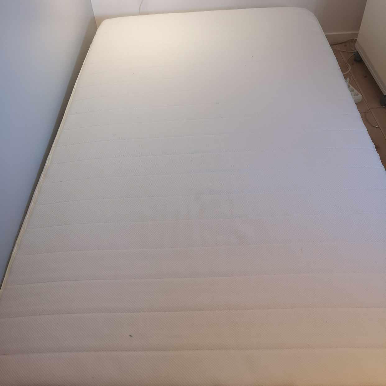 image of säng bortskänkes - Enskede