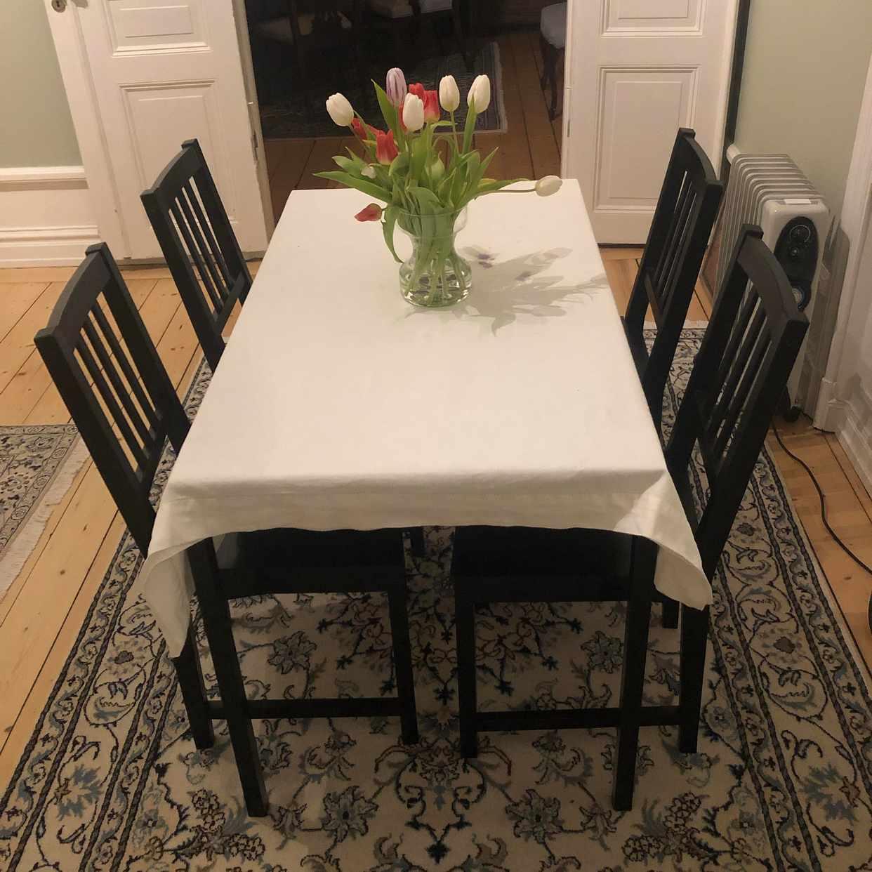 image of Matbord och fyra stolar - Stockholm