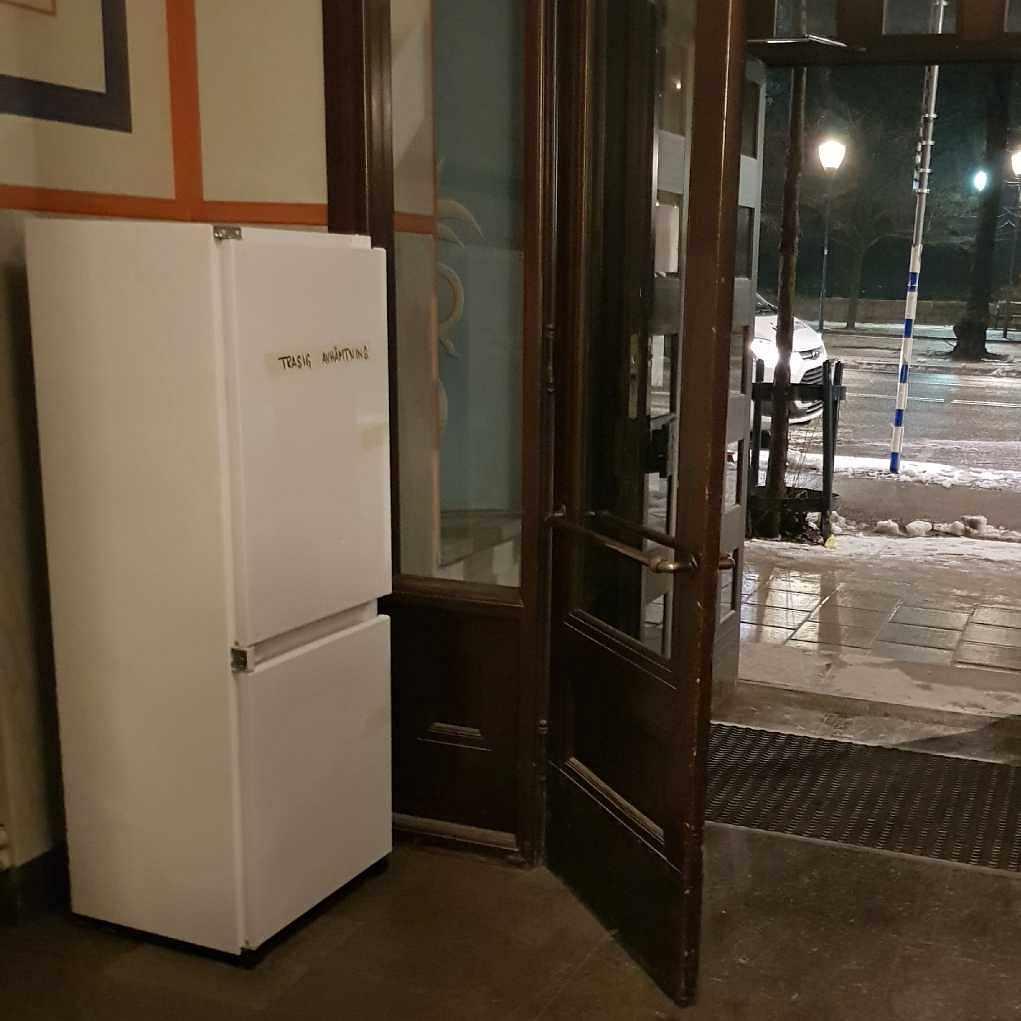 image of Broken refrigerator. - Stockholm
