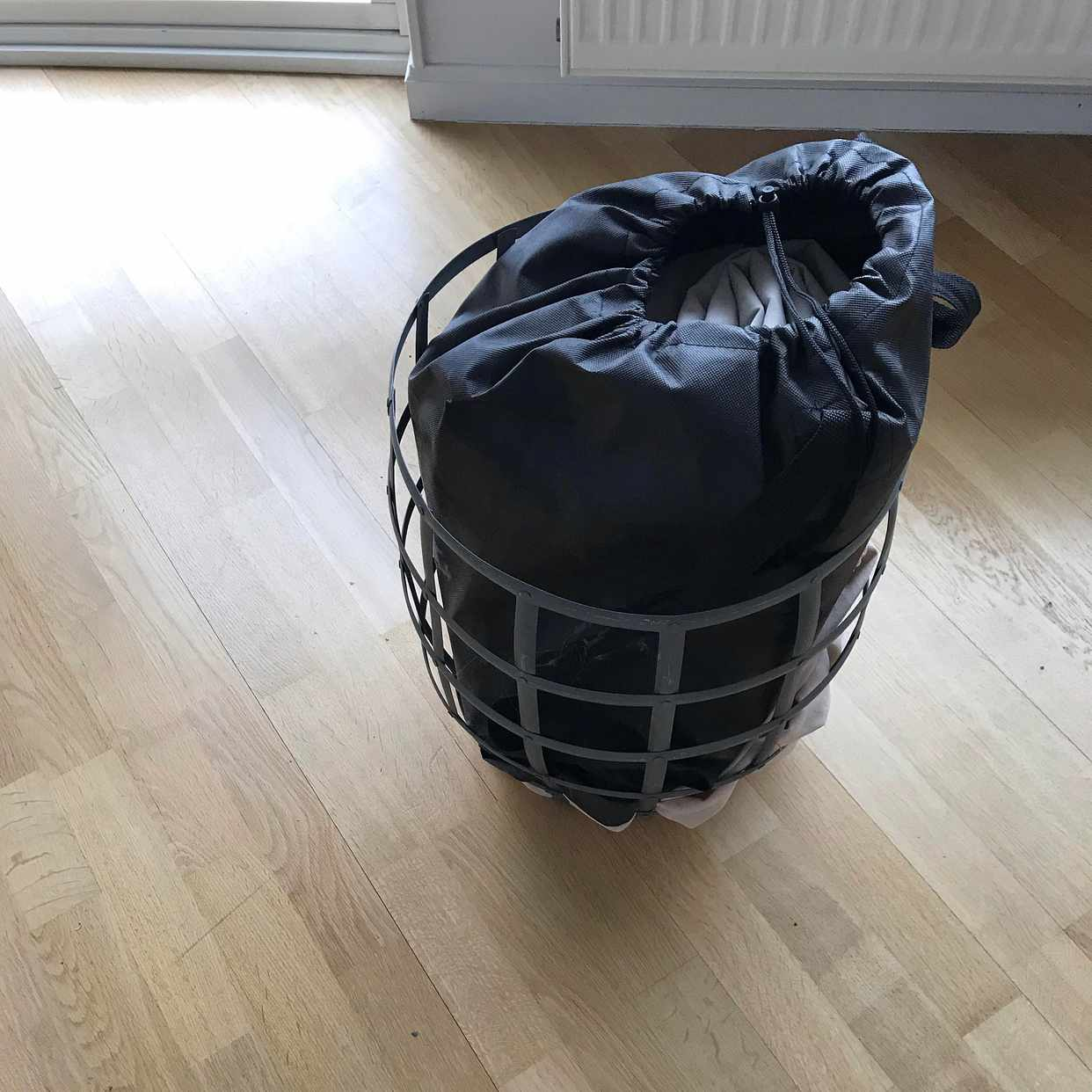 image of mattress + laundry basket - Stockholm