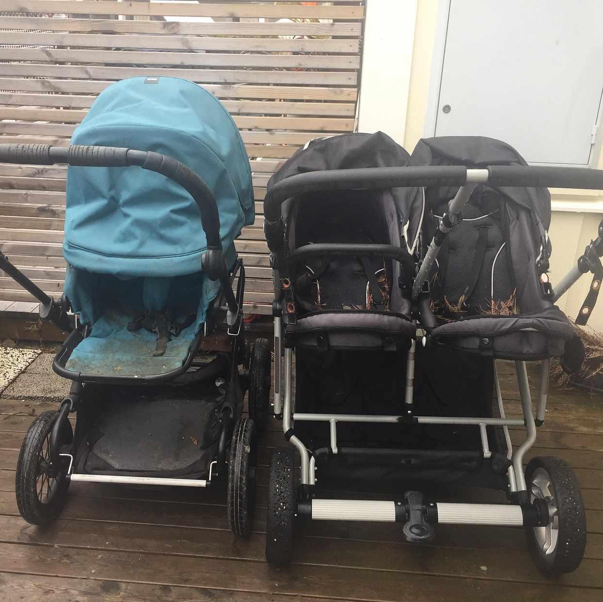 image of Två gamla barnvagnar - Upplands Väsby