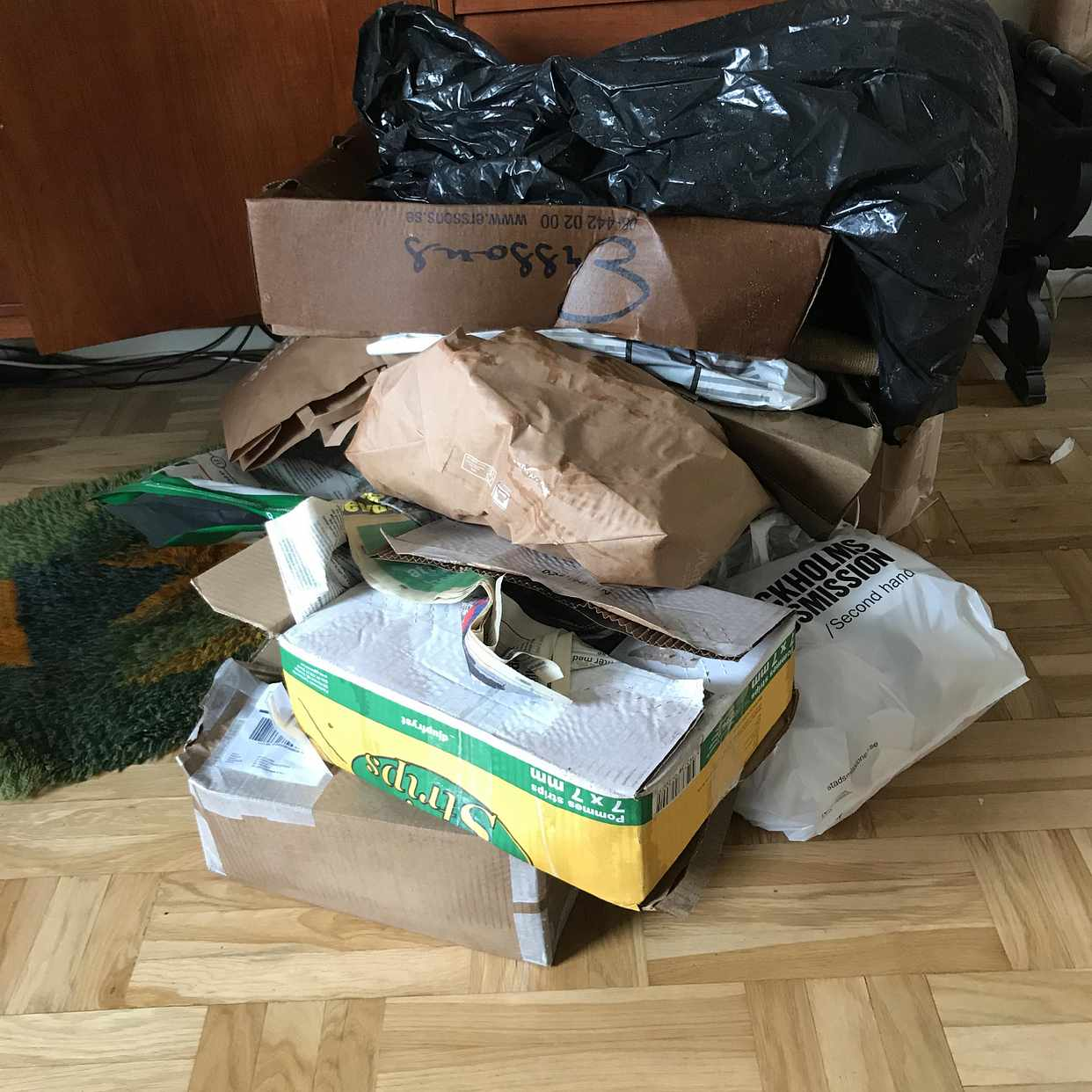 image of Kartonger papperspåsar mm - Hägersten