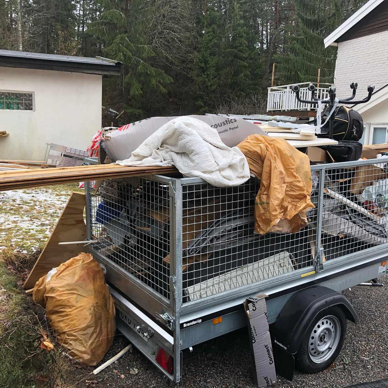 image of Byggskräp/träpall/möbler - Saltsjö-Boo