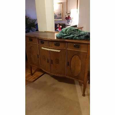 image of 2 möbler flyttas kort väg -