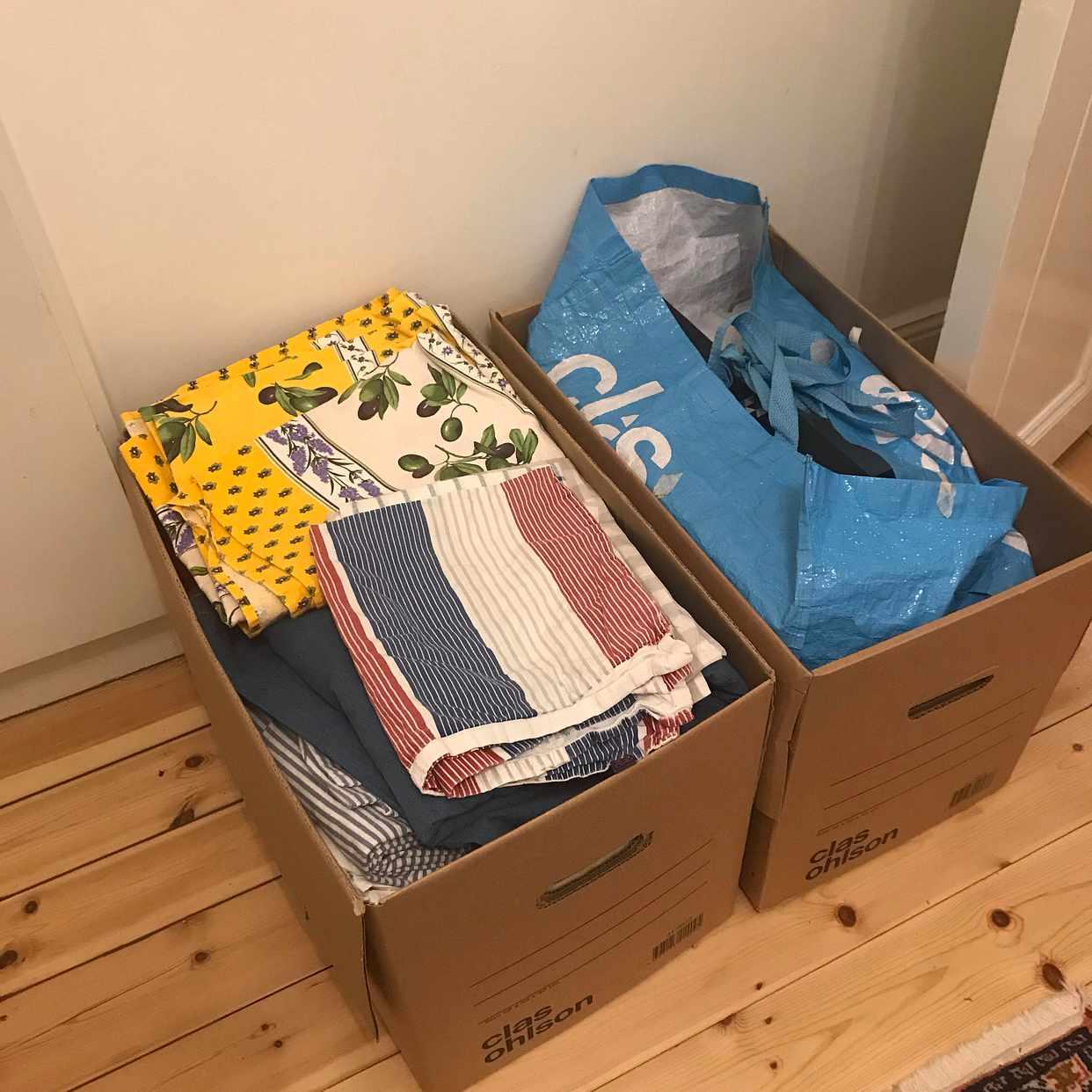 image of 2 kartonger m textil - Stockholms Stad
