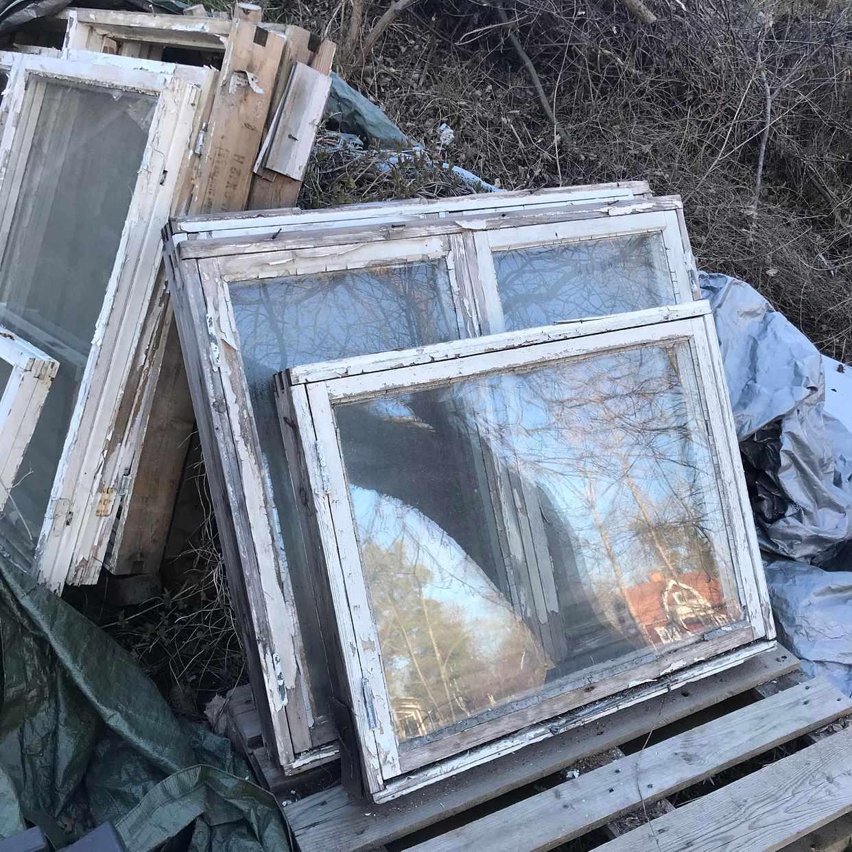 image of 5 fönster med karm - Saltsjö-Boo