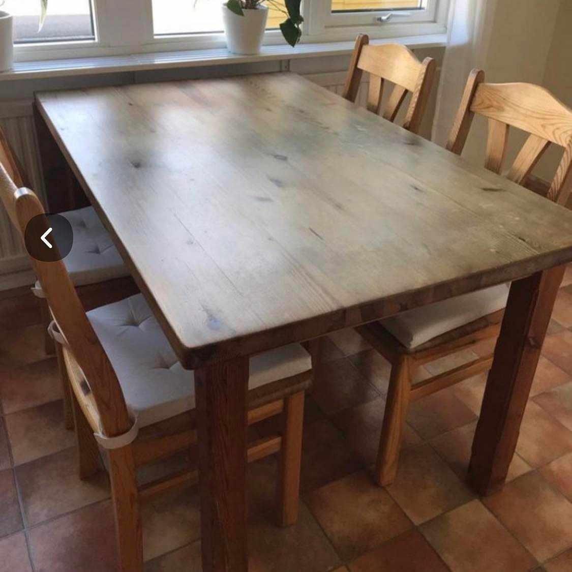 image of Köksbord och 4 stolar -