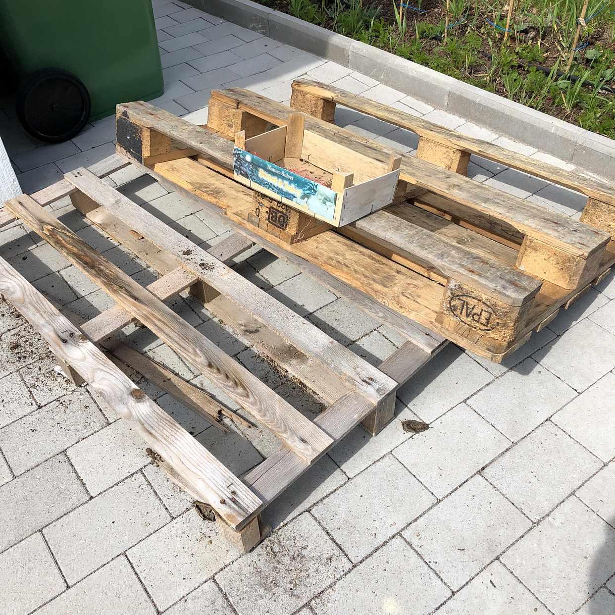 image of Trädgårdsavfall + EU-pall - Västerhaninge