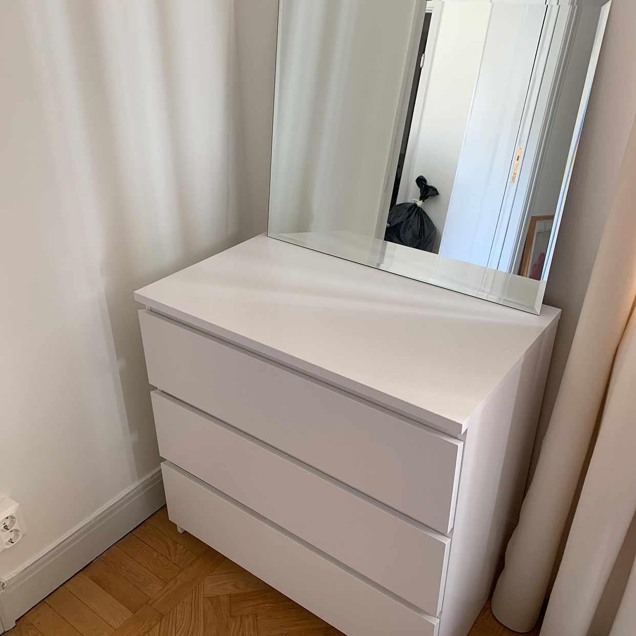 image of Byråer, speglar, sängbord - Stockholm