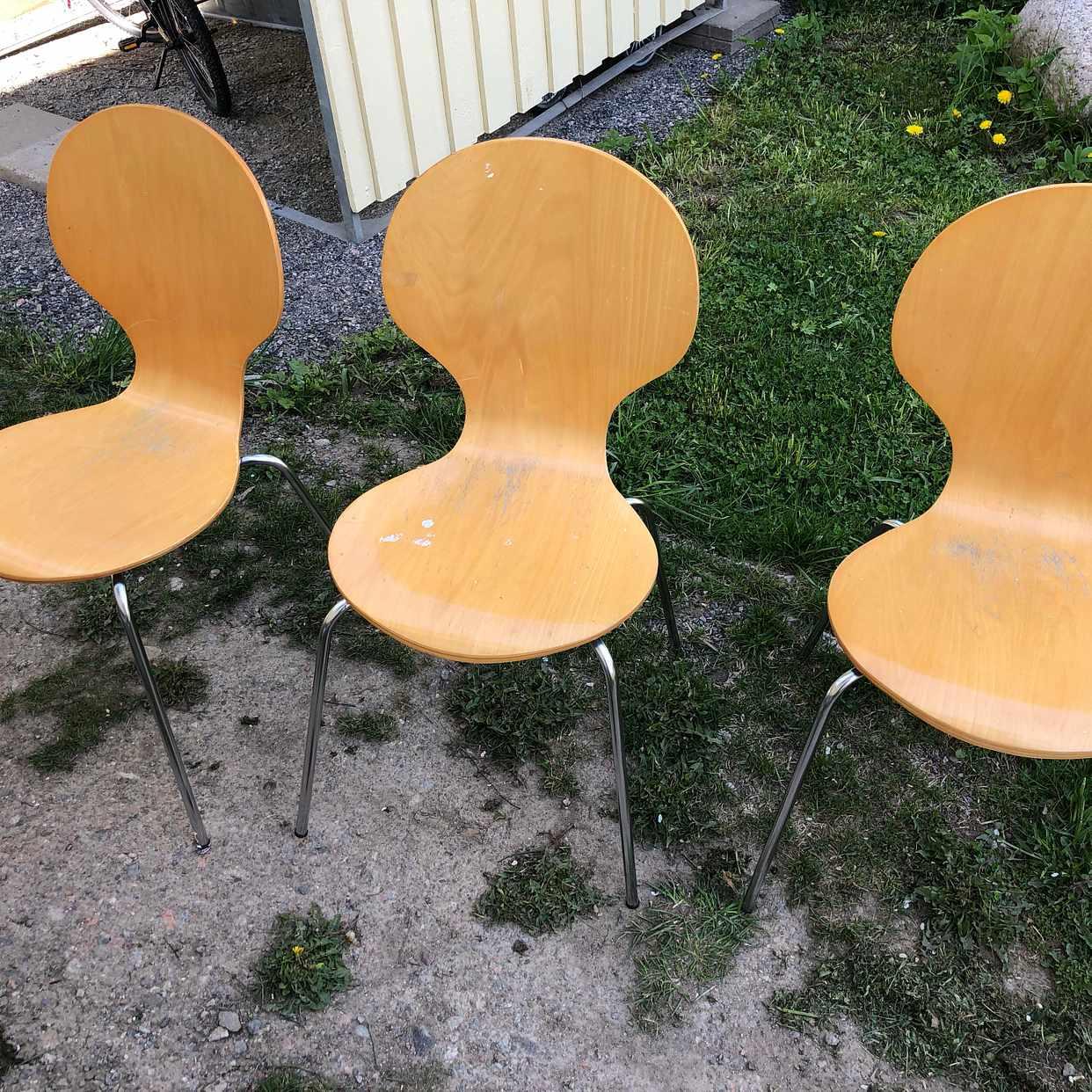 image of 3 stolar bortskänkes - Stockholm