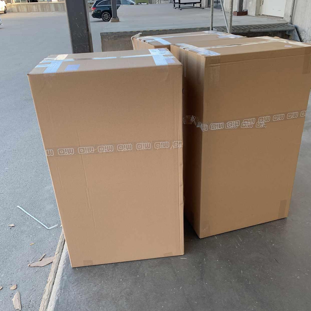 image of Kartonger med stolar -