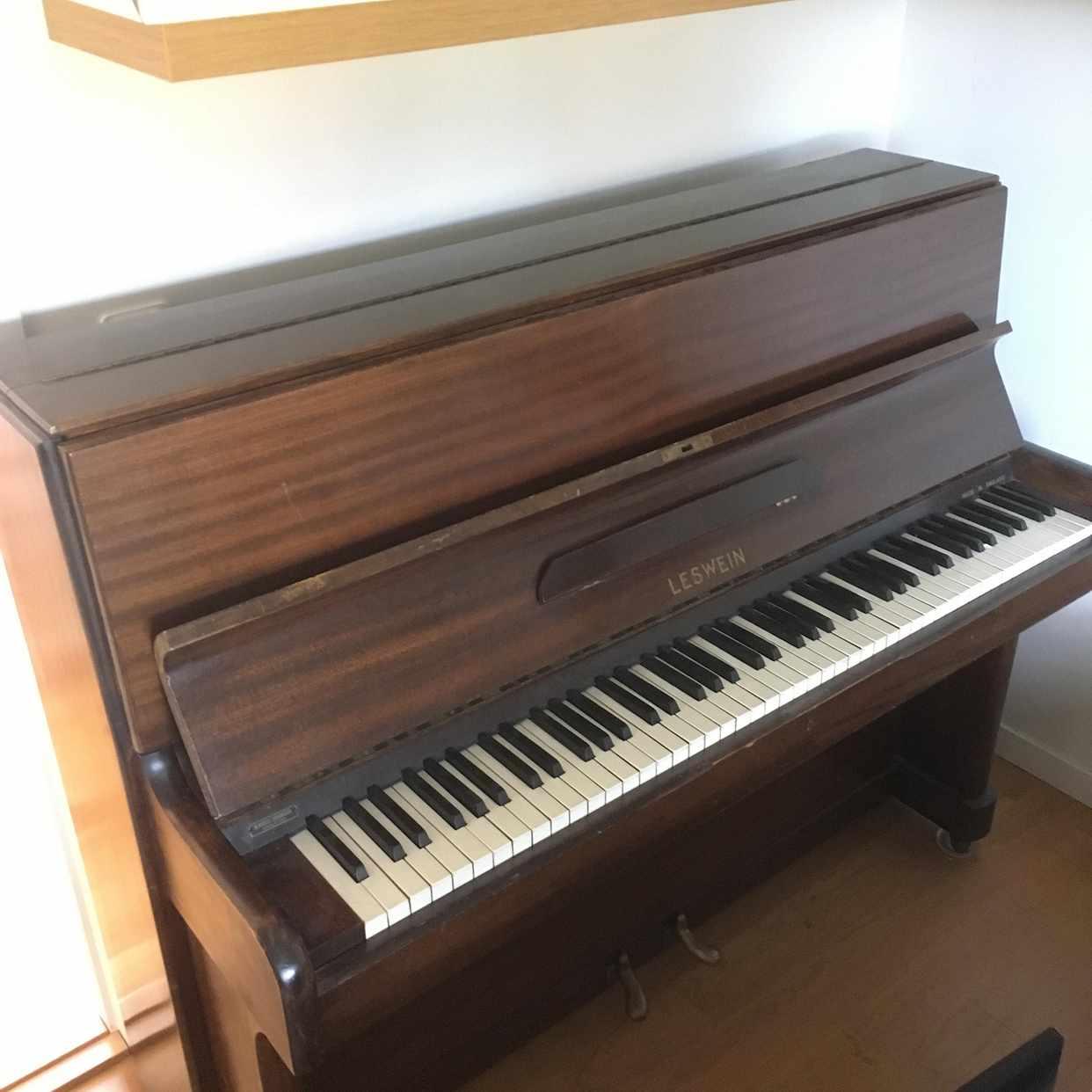 image of Äldre piano bör stämmas - Värmdö