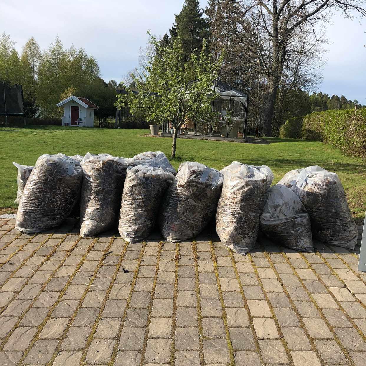 image of 14 st säckar med löv - Åkersberga