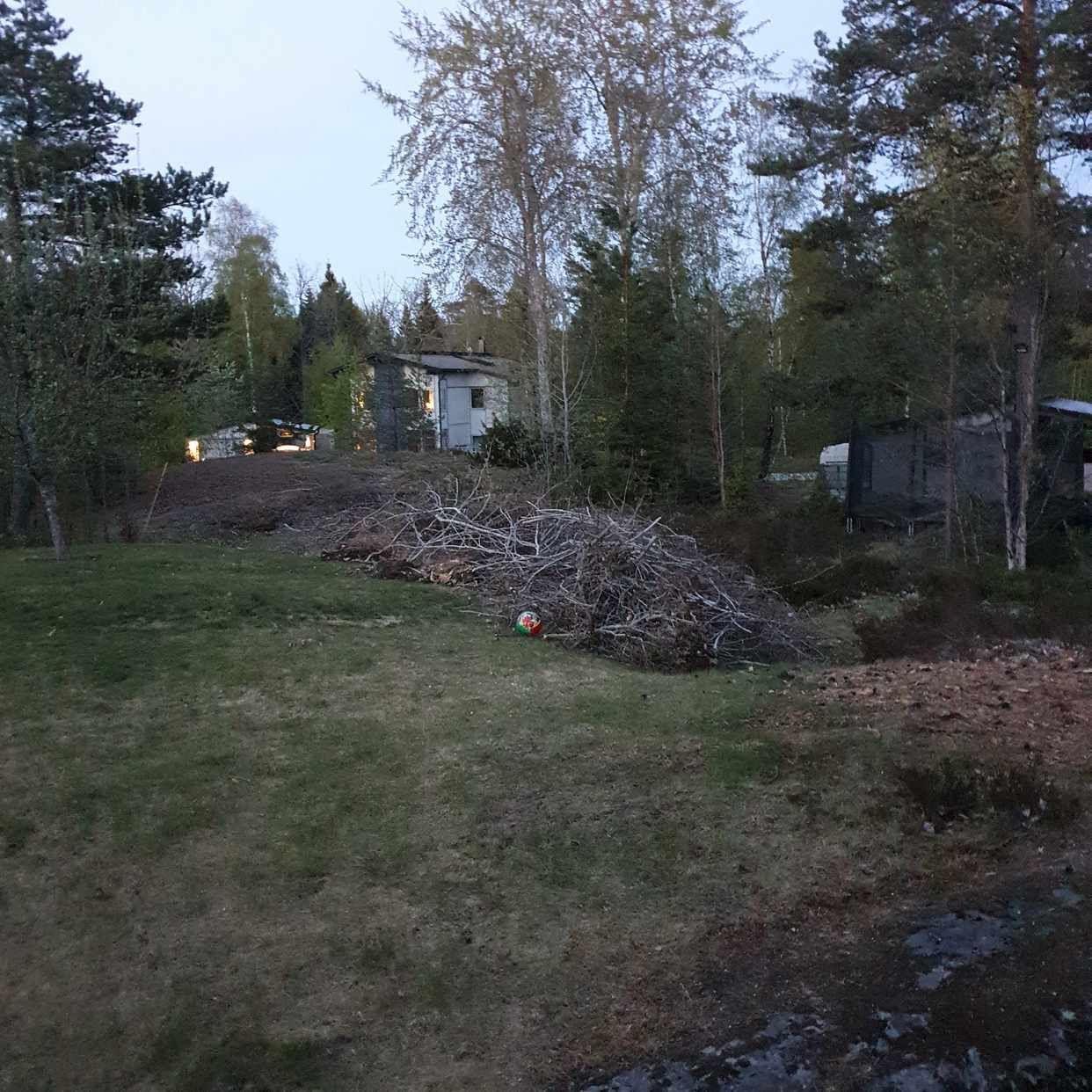 image of Grenar hämtas - Värmdö