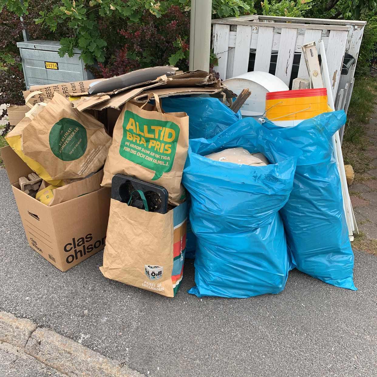 image of Kartonger, lite plast - Hässelby