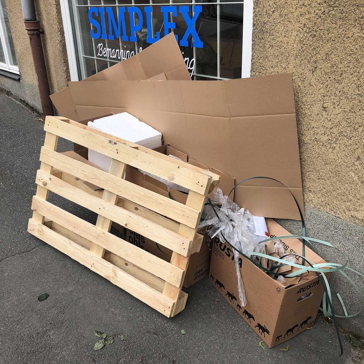 image of Hämta kartonger - Hägersten