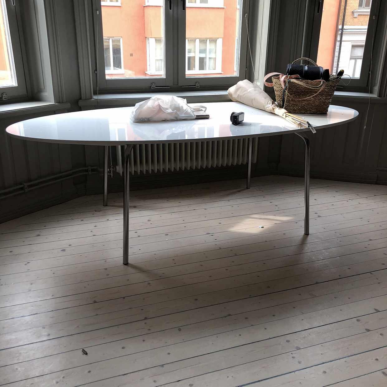 image of 2 bord och brännbart - Stockholm