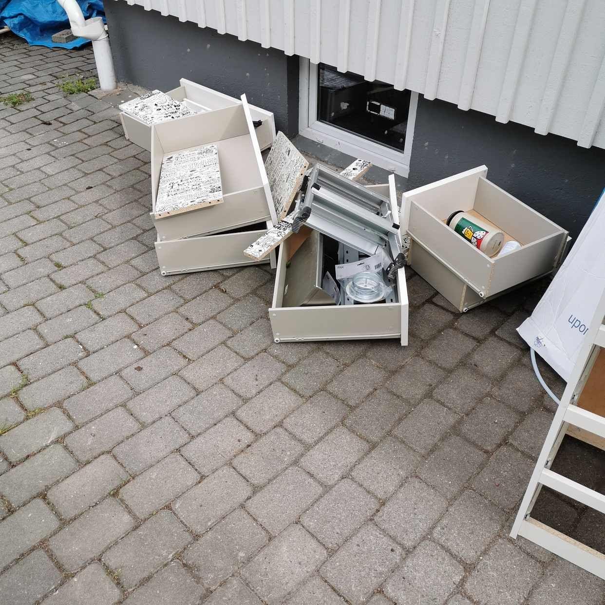 image of Skåp bord mm. - Älvsjö