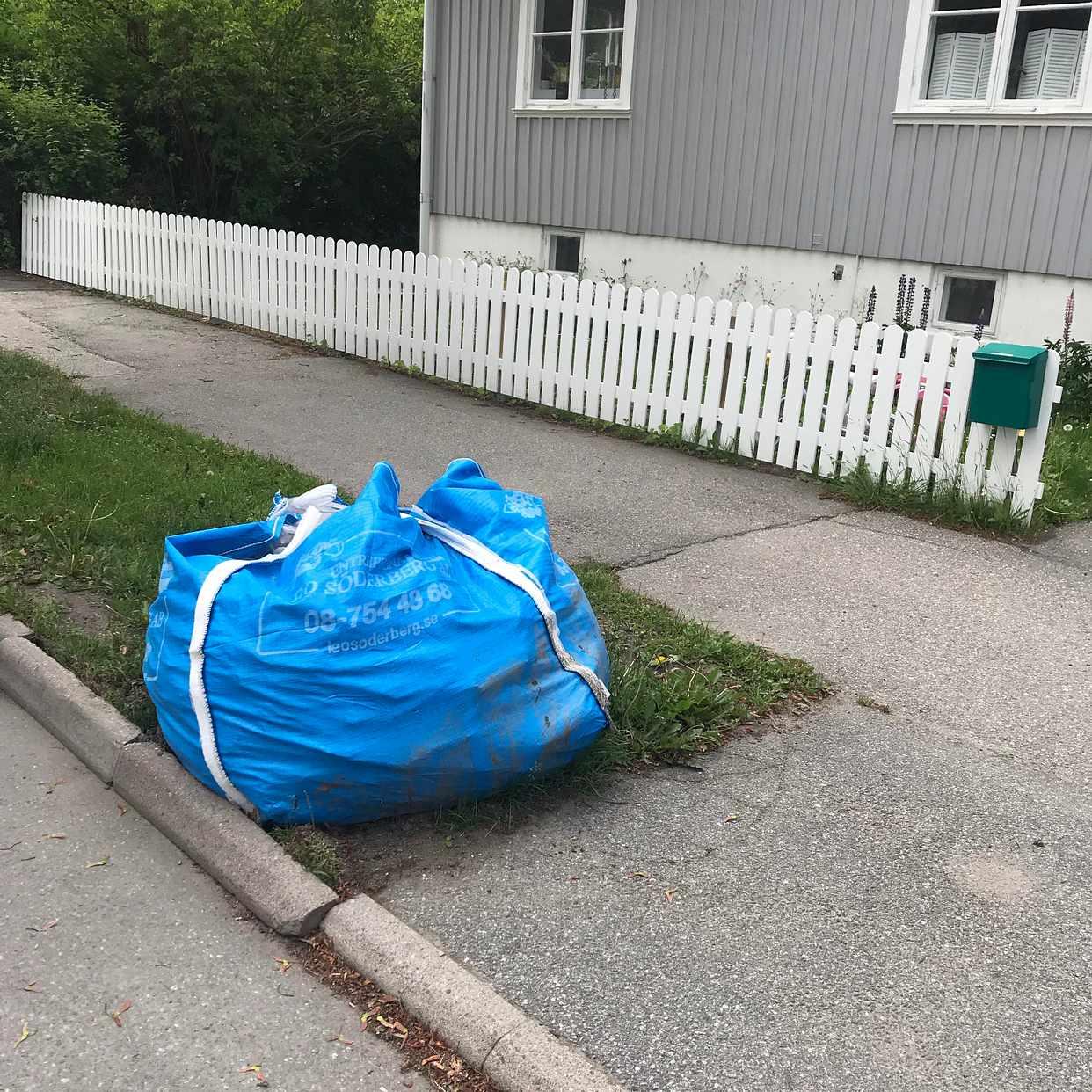 image of En säck med gammal asfalt - Bromma