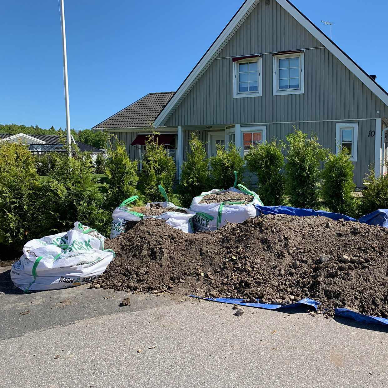 image of Lera, jord och småstenar - Eskilstuna