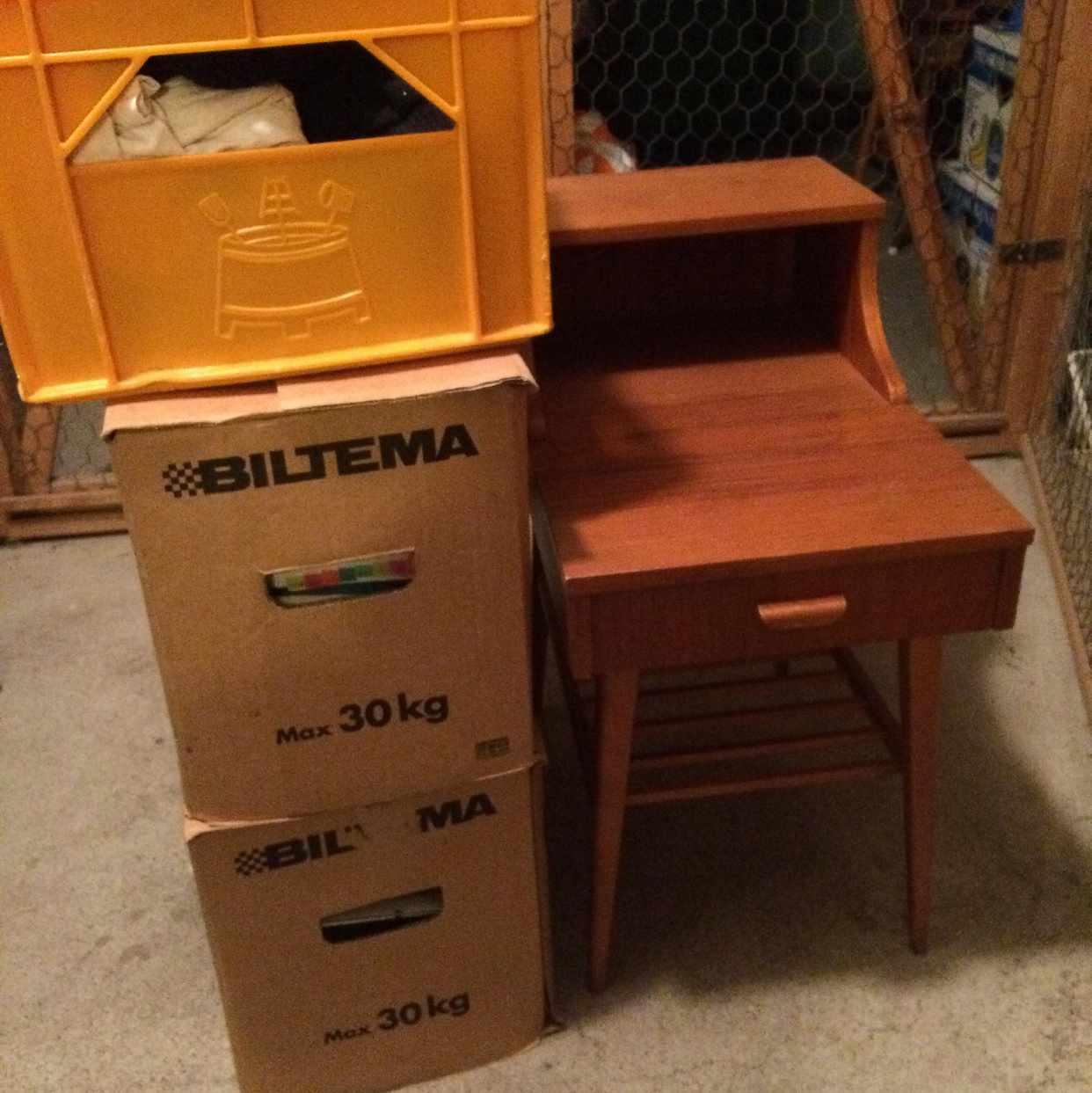 image of Tre lådor plus liten byrå -