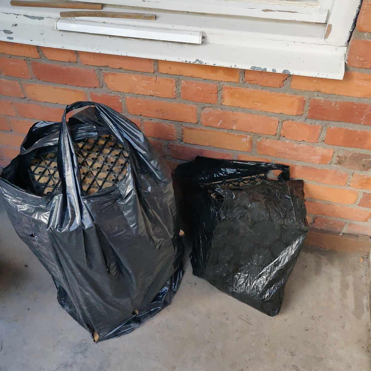 image of Två sopsäckar - Hägersten