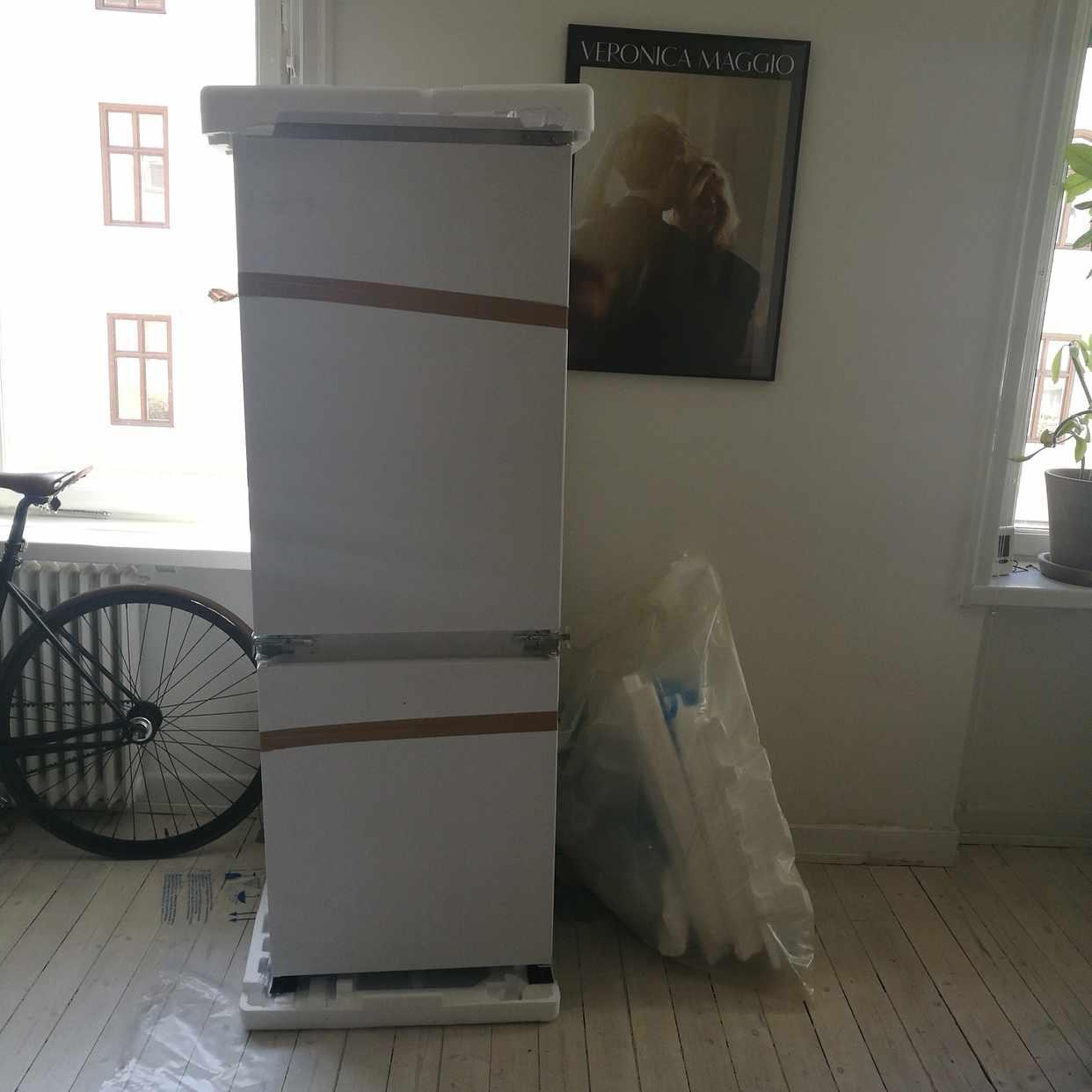 image of Kylskåp och emballage - Stockholm