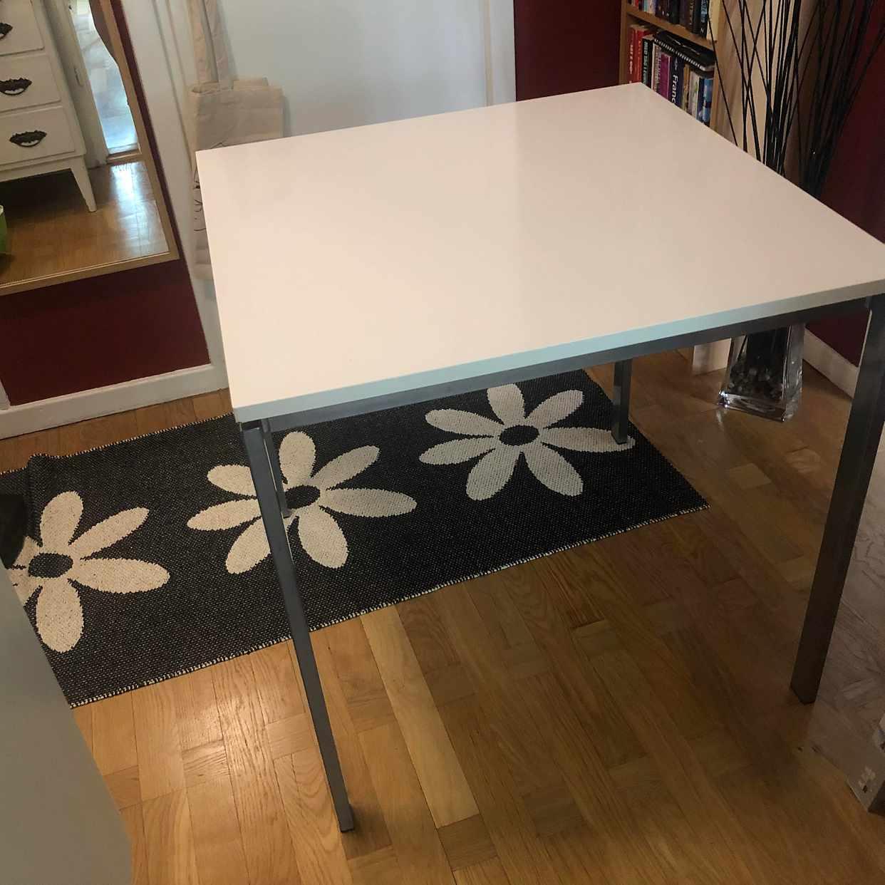 image of 2 Byråer & matbord - Solna