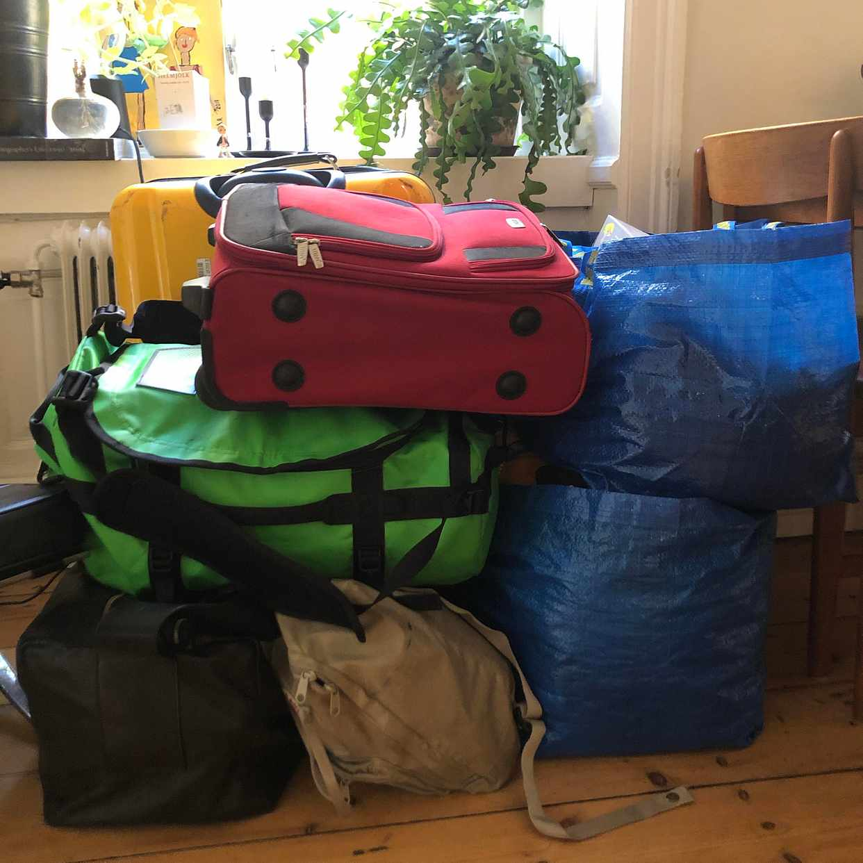 image of Packning med kläder -