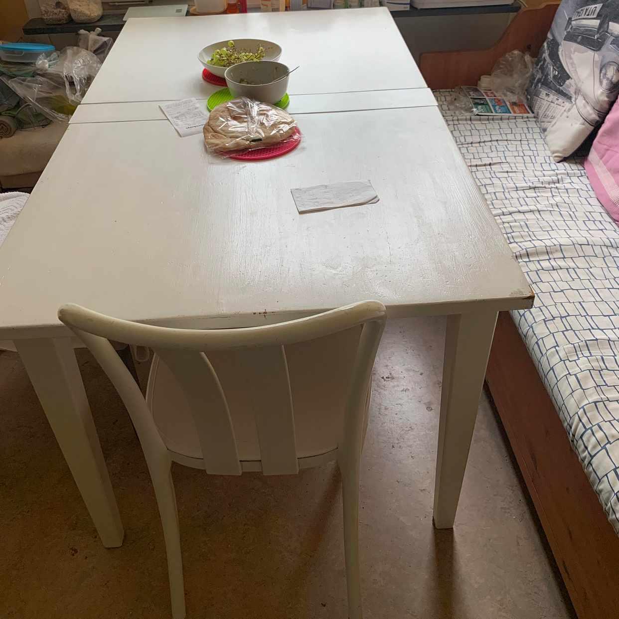 image of Matbord och 4 stolar - Järfälla