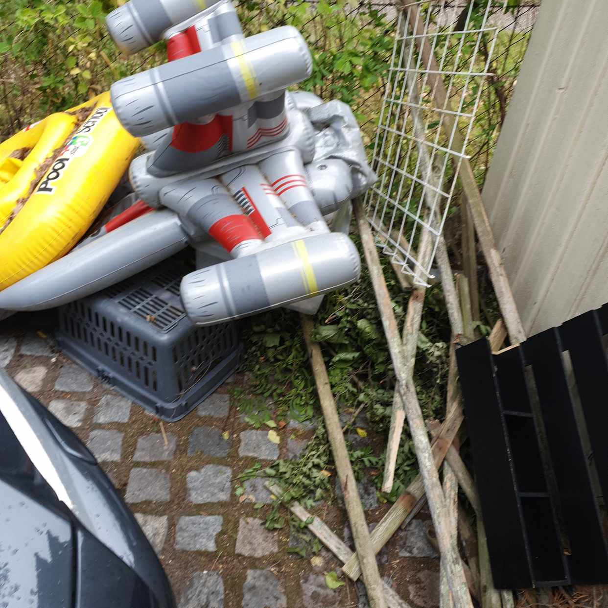 image of Garden waste and toys - Bromma