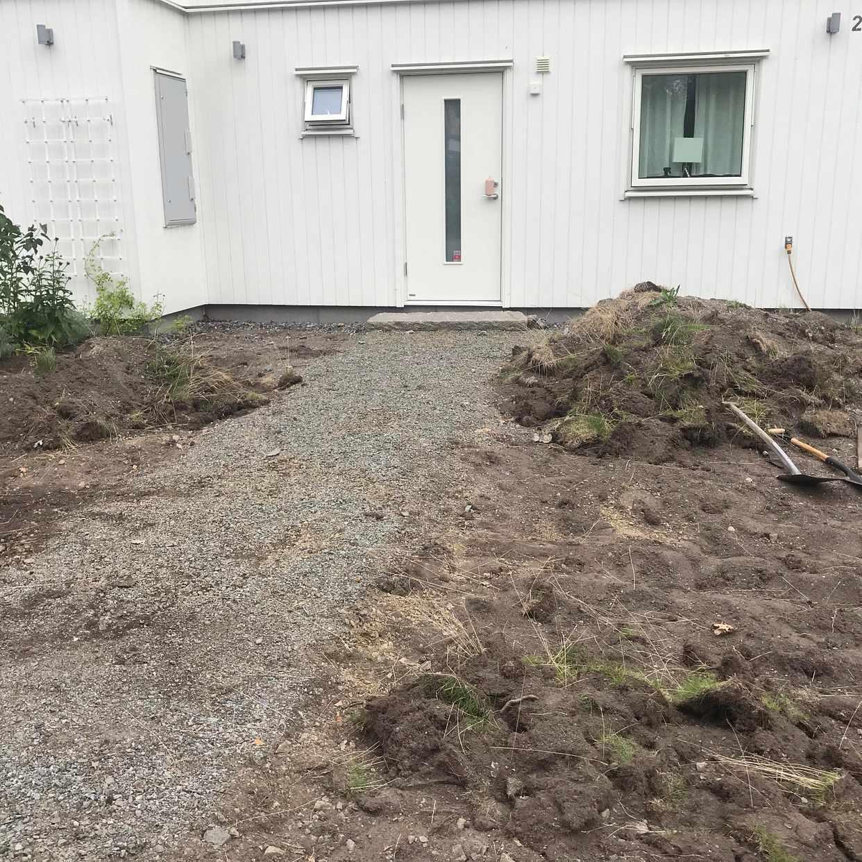 image of Jord uppgrävd gräsmatta - Saltsjö-Boo