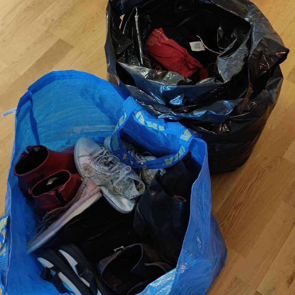 image of Blandade skor och kläder - Solna