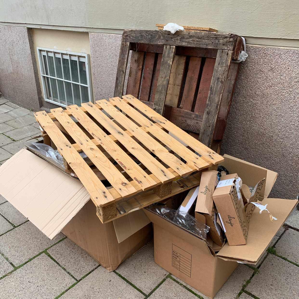 image of Kartonger, plast, pallar - Stockholms Stad