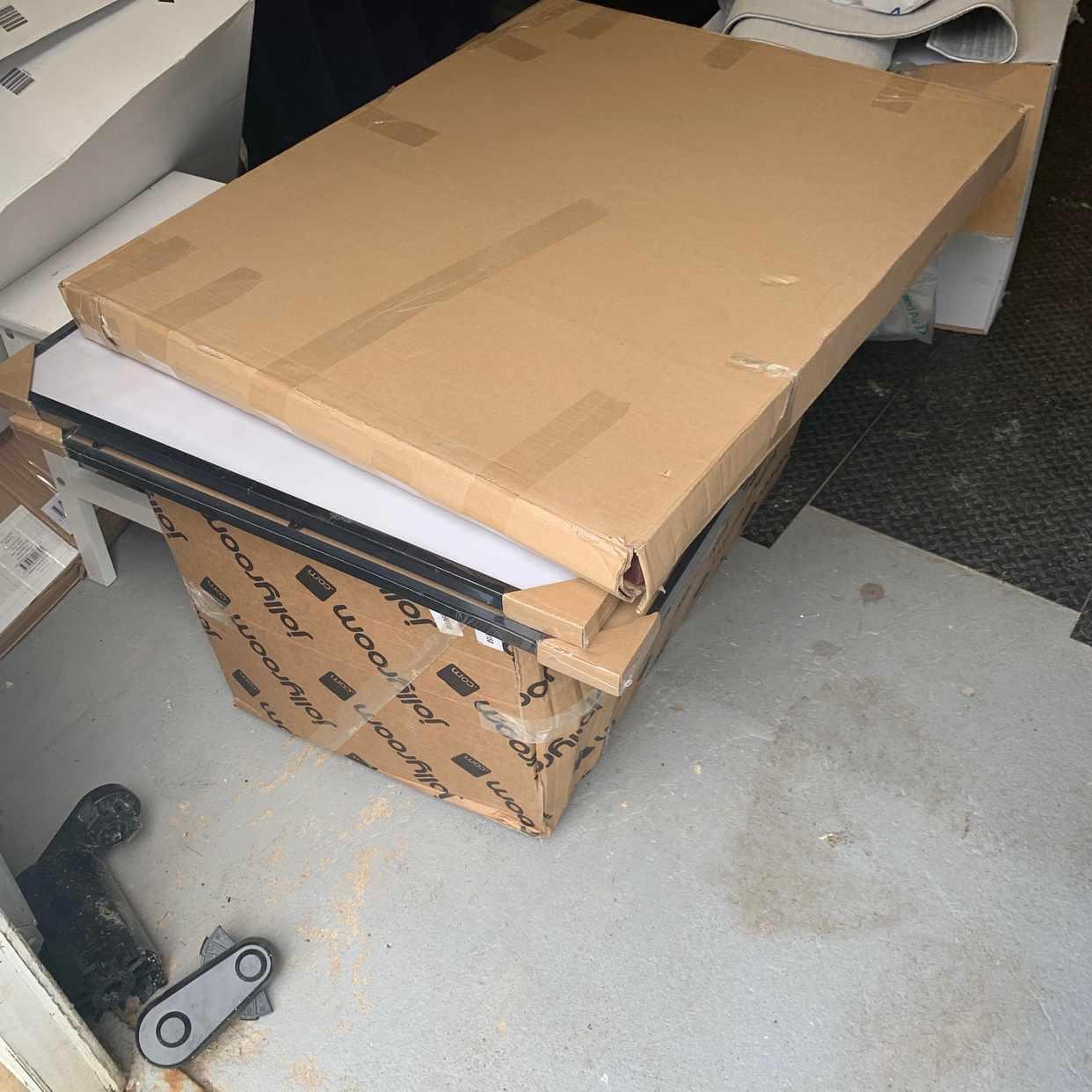 image of Lätta kartonger och tavlo -