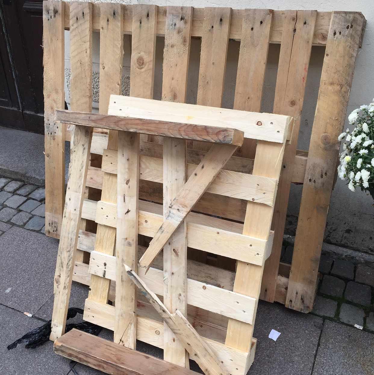image of 3 små pallar en. Stor - Malmö