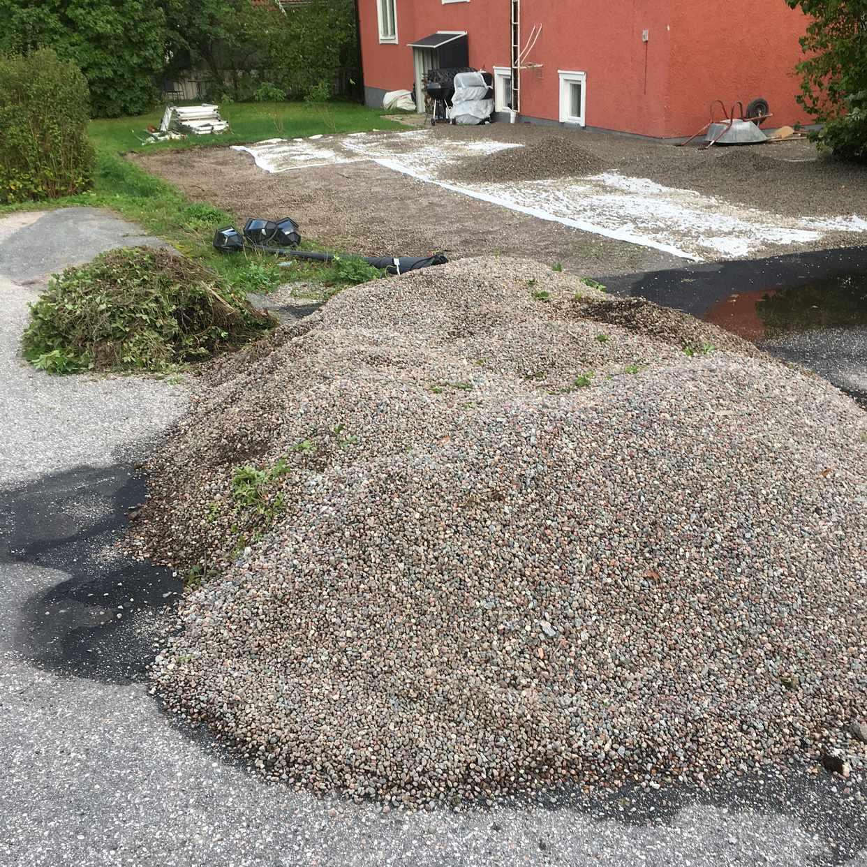 image of Grus och lite gräs - Sollentuna