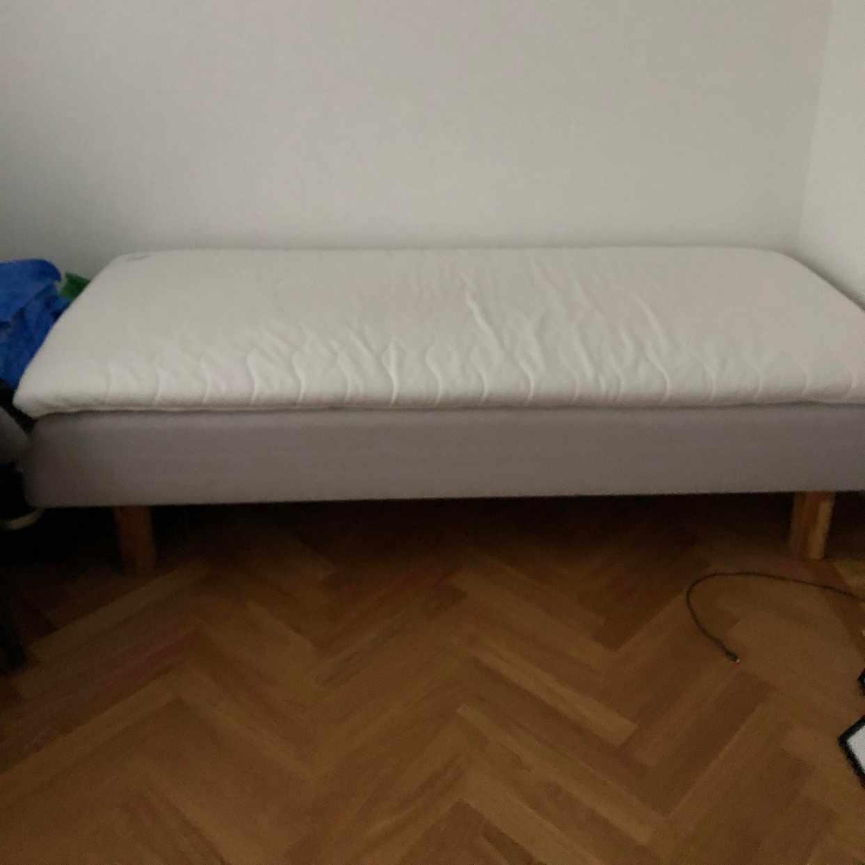 image of Ikea säng 90x200 - Stockholm