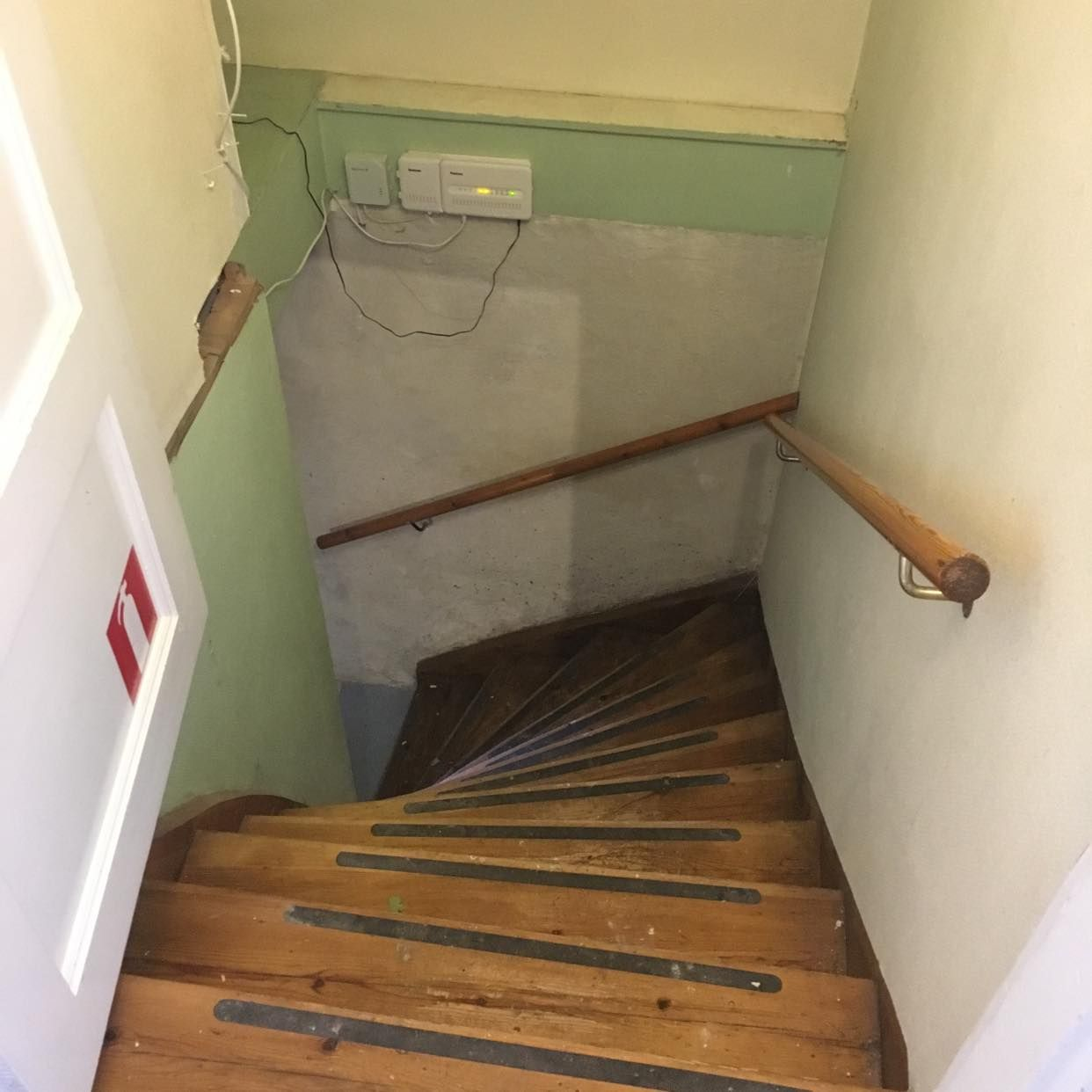 image of Bära upp för källartrappa -