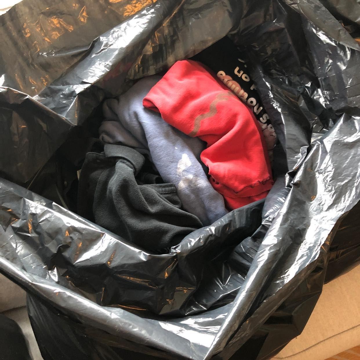 image of Byrå och blandade kläder - Bromma
