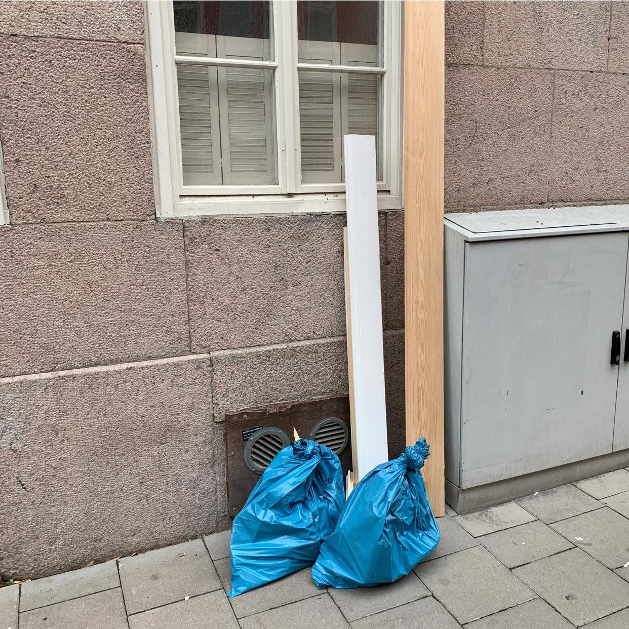 image of Två påsar och lite trä - Stockholms Stad