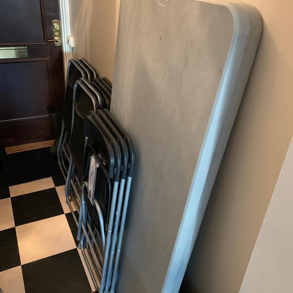 image of 11 stolar och 2 bord -
